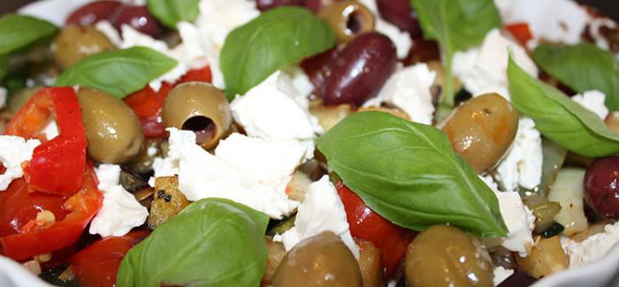 Sommer Ratatouille med feta og oliven