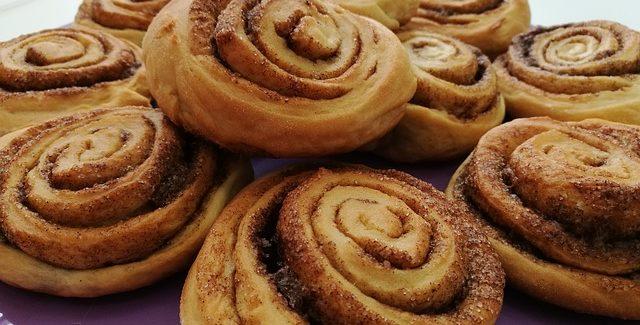 Kanelsnegle i grillen – en klassiker når du bager kage i grillen