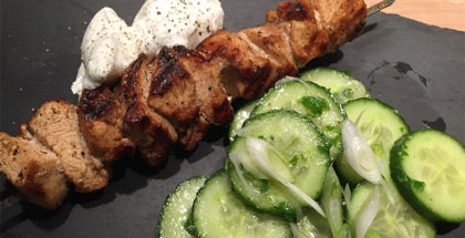 Argurke-mynte salat med grillspyd