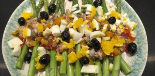 Salat med asparges, æg og tomat vinaigrette