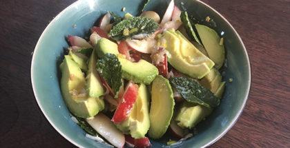Salat med frugt og chili til grillkød