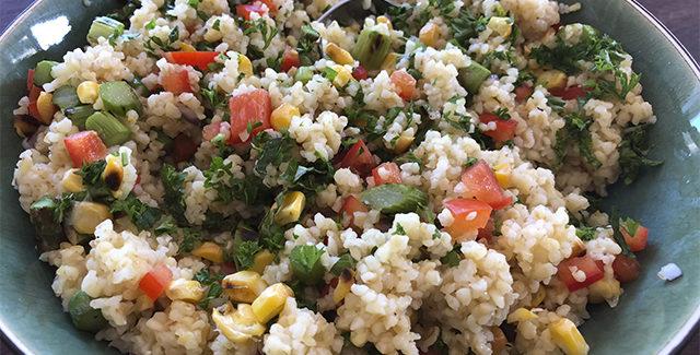 Grill-tabouleh med asparges og majs