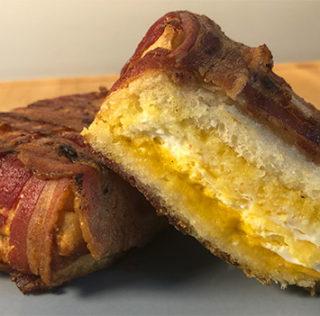 Tigerens Øje – Morgenmads-sandwich i grill