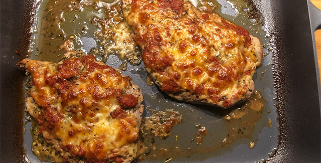 Mørbrad pizza – Italiensk inspireret ret med tomat og ost